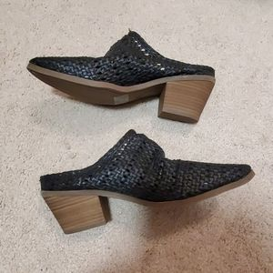 Universal Thread mules size 7 NWOT